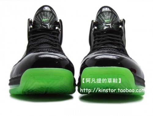 Nike Air Max Lebron VII Dunkman Close-Up Shots