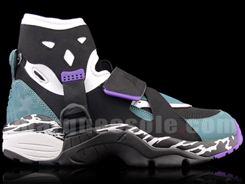 ... of the Nike Air Carnivore 2010 retro scheduled to release this summer.  Enjoy the pictures 86648706b5e5