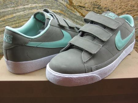 Ennegrecer Auto Iluminar  Nike Blazer Low AC LE - Unreleased Sample | SneakerFiles