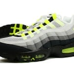 Air Max 95 Neon 2010 Release Available at Retail