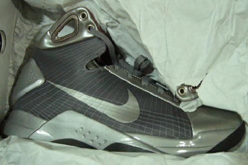 NikeHyperdunkAston1