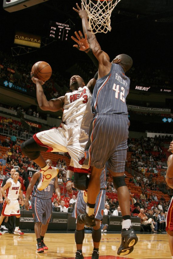 "On Court: Air Jordan 2010 - Dwayne Wade ""Home"" & ""Away"" PEs"