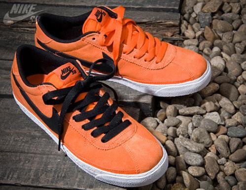 NikeZoomBruinSBOrangeBlack1. NikeZoomBruinSBOrangeBlack1. Last September we  caught a glance at an orange black-white Nike Zoom Bruin SB ... d99aedd8204f