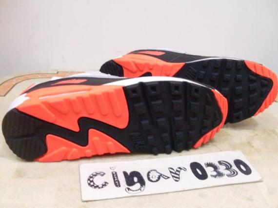 "Nike Air Max 90 ""Infrared"" - 2010 Retro Sample"