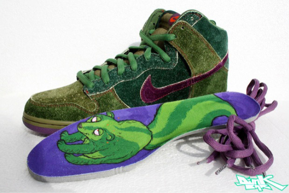 "Release Reminder: Nike SB Dunk High - ""Skunk"""