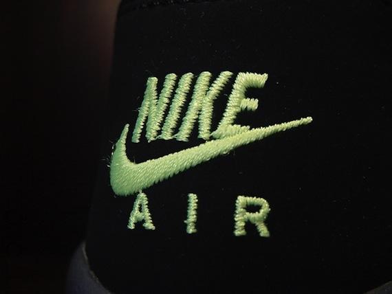 Nike Air Windrunner - Black / Red - Neon-4