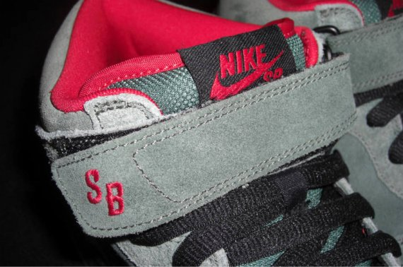 Nike Dunk SB Mid - Olive Green / Black - Red