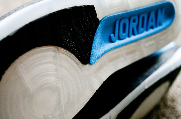 Air Jordan 2 Retro University Blue / Black