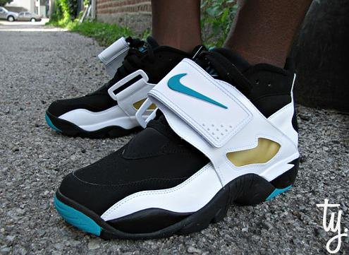 Nike Air Diamond Turf Black / White-Teal