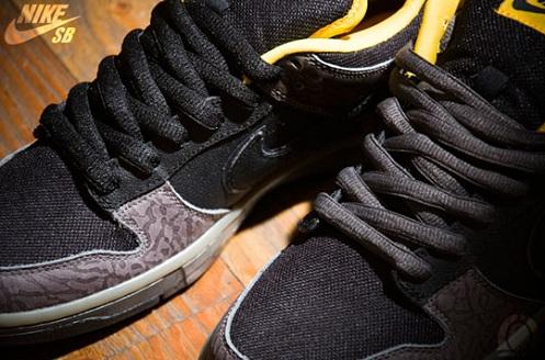 NikeSBDunkLowYellowCurb3