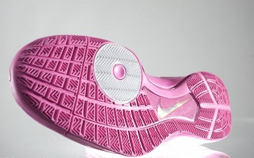 "Nike Hyperdunk 2010 ""Think Pink"" Available Now"