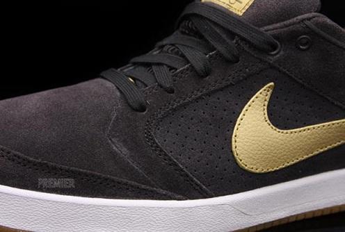 NikeSBZoomPRod4TarMetallicGold2