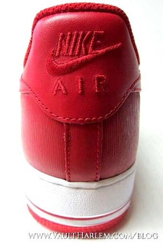 "Nike Air Force 1 Low ""Valentine's Day 2011"" - A First Look"