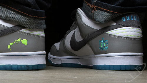 Nike-Dunk-Low-'2011-Pro-Bowl'-03
