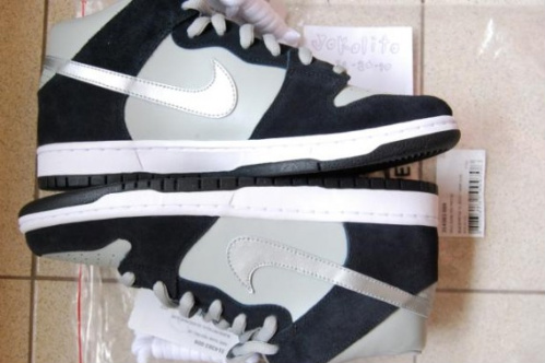 "Nike SB Dunk ""Oakland Raiders"" & ""Seattle Seahawks"""