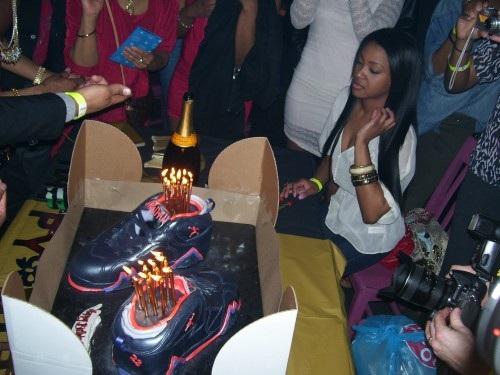 "Big Sean Celebrates 23rd with OG Air Jordan VII (7) ""Raptors"" Cake"