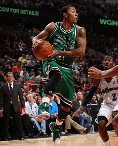 Derrick Rose Goes Green as Bulls Take Over East