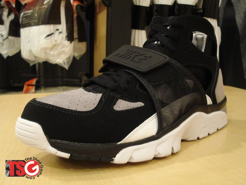 Nike Air Huarache Black/Grey Returns