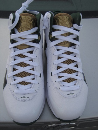 "Nike Air Max Lebron 8 - SVSM ""Home"" & ""Away"" PE"