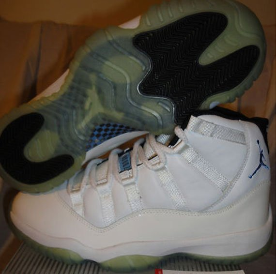 Air-Jordan-XI-(11)-Retro-'Columbia'-2000-Samples-02