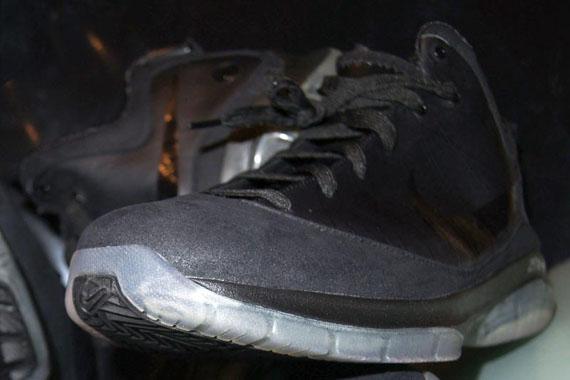 Nike-LeBron-VII-(7)-P.S.-Black-Wear-Test-Sample-01