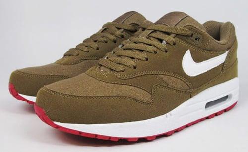 9d5e07934b7 Nike Air Max 1