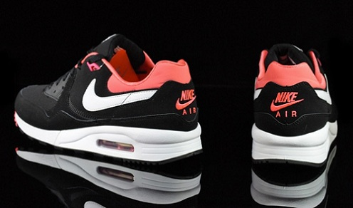 Nike Air Max Light - Black/Voltage Cherry