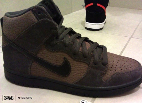 Nike SB Dunk High - Brown Pebbled Leather