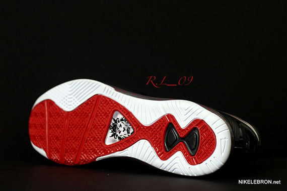 Nike-LeBron-8-V2-'Portland'-New-Images-05