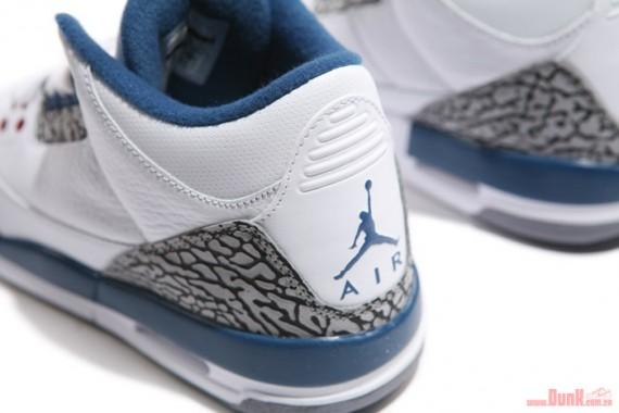 Air-Jordan-III-(3)-Retro-GS-'True-Blue'-Detailed-Look-04