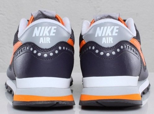 Nike Air Venture - Gridiron/Bright Mandarin-Wolf Grey-White