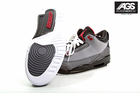 Air-Jordan-III-(3)-Retro-'Stealth'-New-Images-02