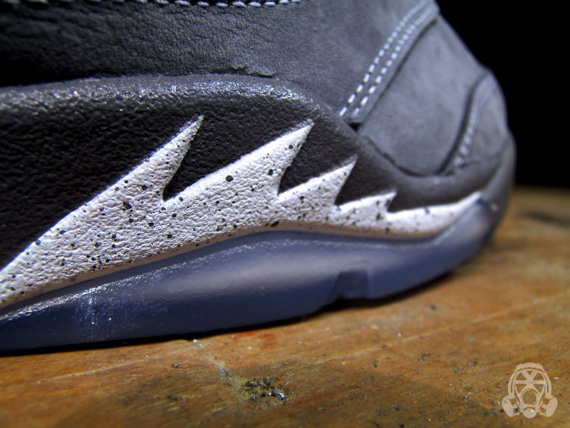 Air-Jordan-V-(5)-Retro-'Wolf Grey'-Detailed Look/Available-05
