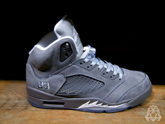 Air-Jordan-V-(5)-Retro-'Wolf Grey'-Detailed Look/Available-01