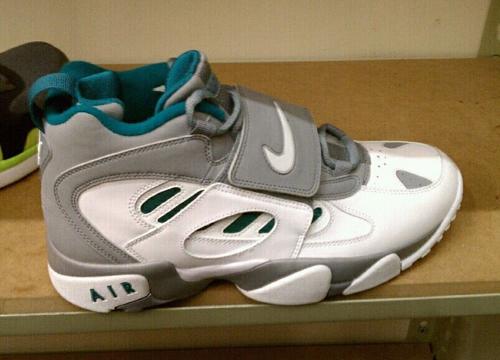 Nike-Air-Diamond-Turf-2-2012-Release-01