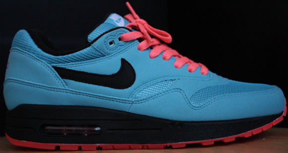 Nike iD Air Max 1 - Miami Vice | SneakerFiles