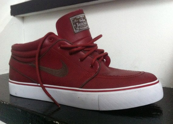 Nike-SB-Zoom-Stefan-Janoski-Mid-Red-Leather-01