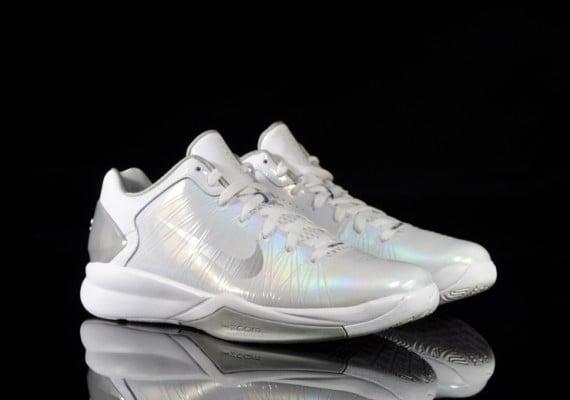 Nike-Hyperdunk-2010-Low-White-Metallic-Silver-02