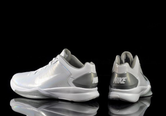 Nike-Hyperdunk-2010-Low-White-Metallic-Silver-03