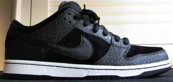 buy popular 5c5b7 66191 Entourage x Nike Dunk SB Low Lights Out