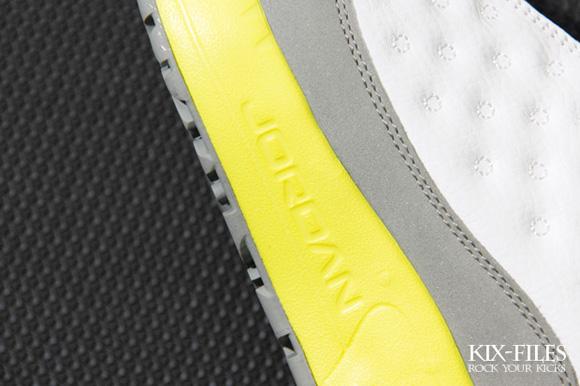 Jordan CMFT Viz Air 13 GS White Lemon Frost-Light Silver