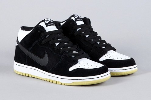 reputable site e5f03 763de Nike SB Dunk Mid - Black Black-White