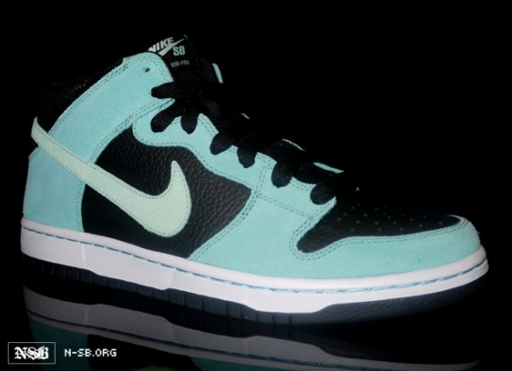 Nike-SB-Dunk-Mid-Untiffany-New-Images-1