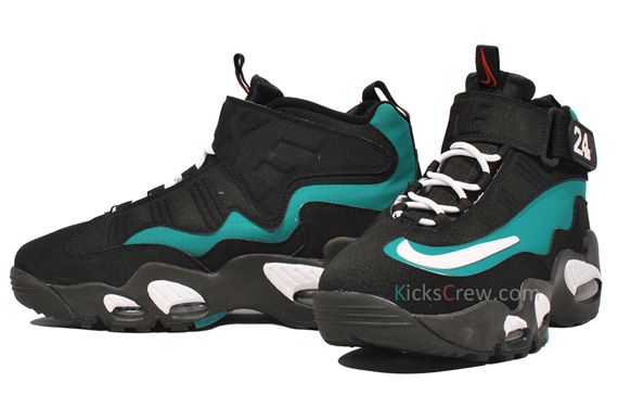 Nike-Air-Griffey-Max-1-'Fresh-Water/Mariners-Emerald'-New-Images-02