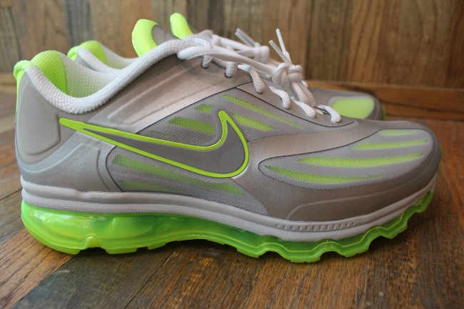 nike-air-max-ultra-metallic-silvervolt-available-1