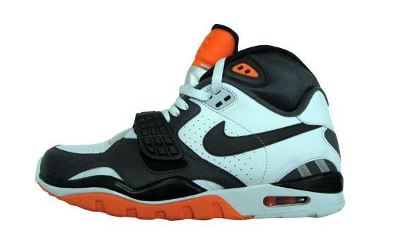 Nike-Air-Trainer-SC-II-White-Grey-Black-Orange-01