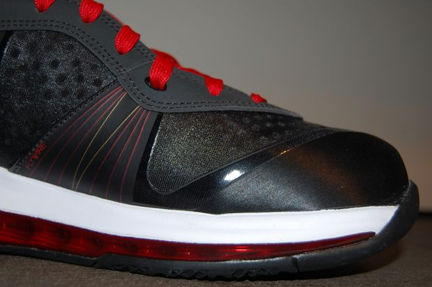 nike-lebron-8-v2-miami-heat-pe-away-4