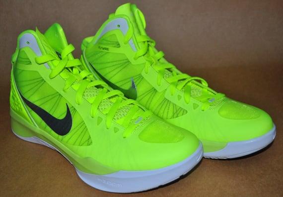 online retailer 75f6b 302c1 Nike Zoom Hyperdunk 2011 Tonal Volt New Images 1