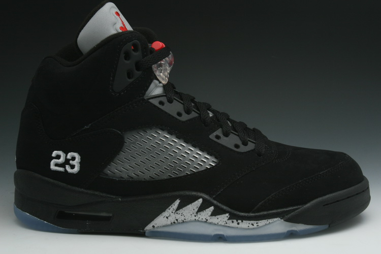 Air-Jordan-V-(5)-Retro-Black-Metallic-Silver-1