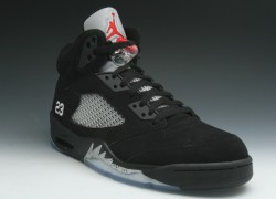 Air-Jordan-V-(5)-Retro-Black-Metallic-Silver-2